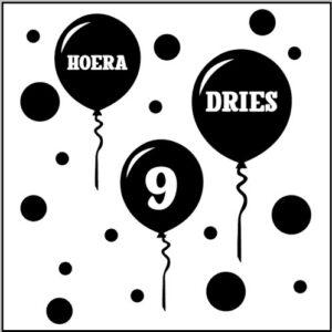 Raamstciker ballonnen met naam en leeftijd